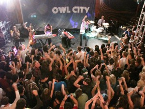 "Owl City fans ""put your hands up"""