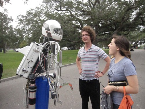 Hotshot Robot chatting with Glasgow